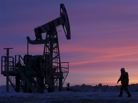 Oil price down by 4% low, signifying fresh glut threat