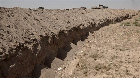 Iraq digs security trench around Fallujah