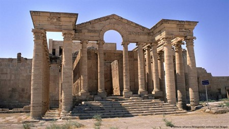 Ancient Iraqi city of Hatra getting destroyed by IS